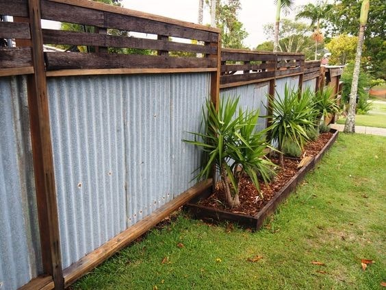 7 Environment Friendly Upcycled Garden Fence Ideas to DIY 1