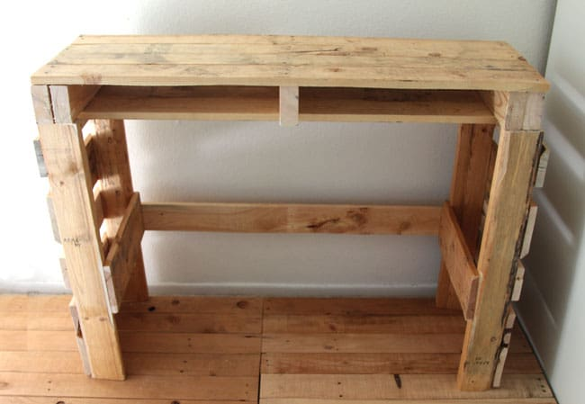 A Simple Guide to Making a Potting Bench from Pallets [DIY] 6