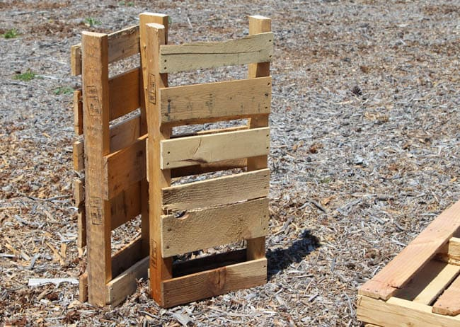 A Simple Guide to Making a Potting Bench from Pallets [DIY] 5