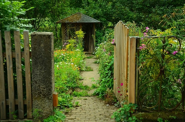 50 Amazing Garden Gates Ideas to Try Today {various materials and design} 2